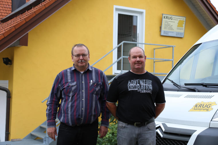 Geschäftsführer Peter Krug und sein Mitarbeiter